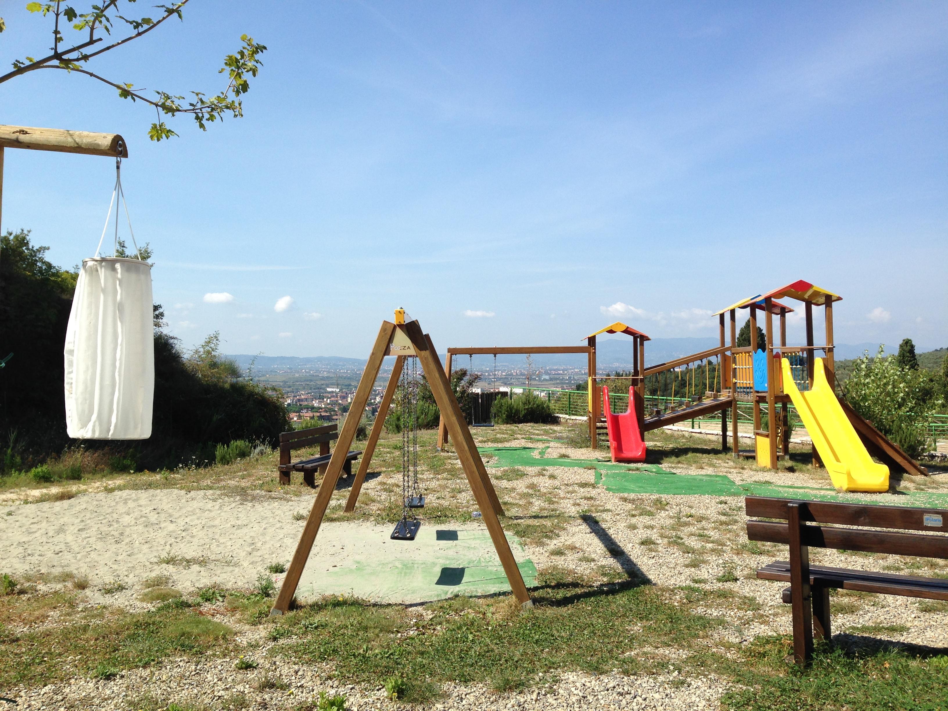 Un parco con scuola di mountain bike per bambini