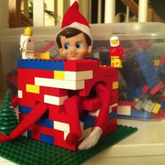 Qui l elfo ha fatto la birichinata di andare a costruirsi una casetta  prendendo il legodel bimbo a3958ef791ec