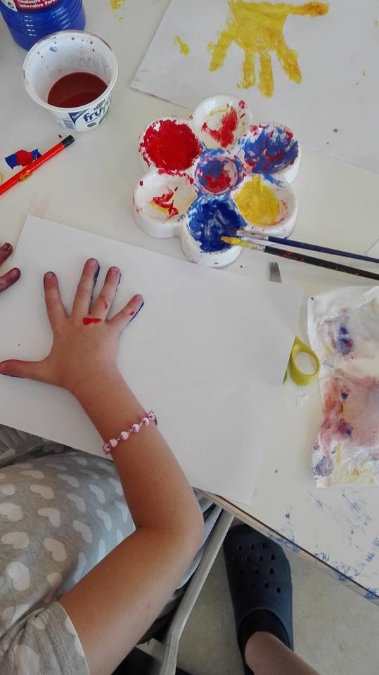 gioco pittura con le mani
