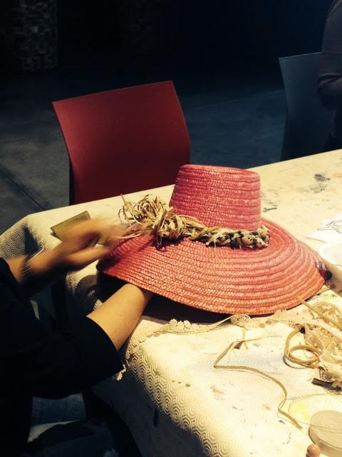 un cappello realizzato a mano