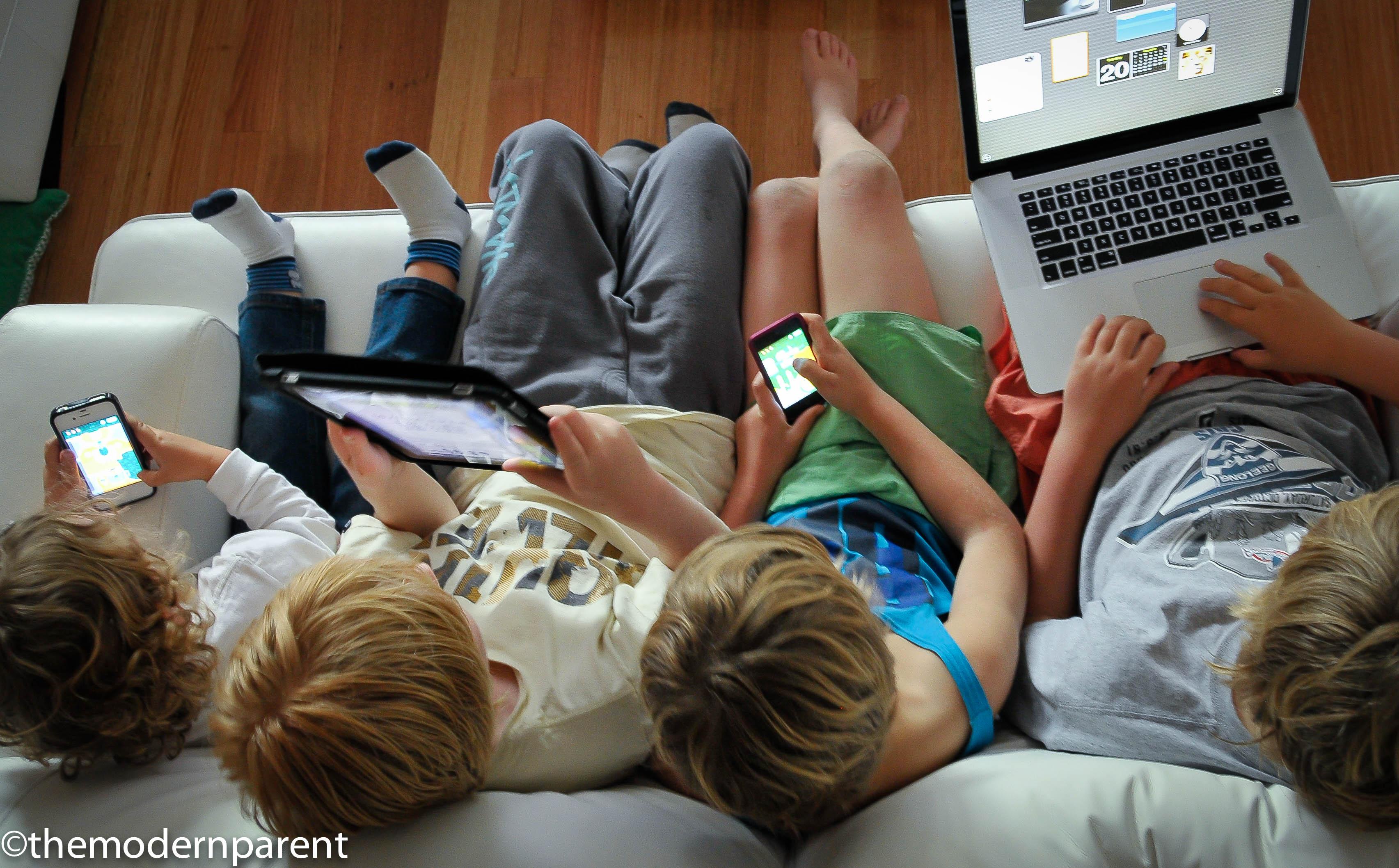 Ai nostri figli telefonino sì o telefonino no?