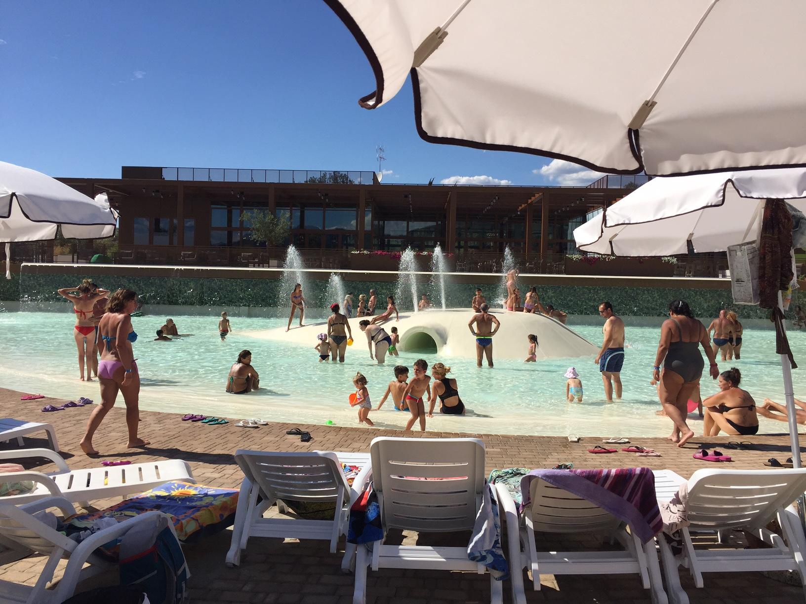 Ecco la piscina per bambini e famiglie a firenze sud for Gioco di piscine